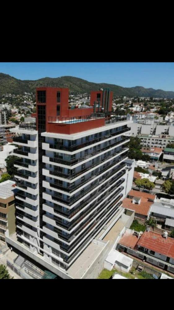 Alquiler Temporario hermoso departamento céntrico con pileta, de categoría. Para 2/3 personas.